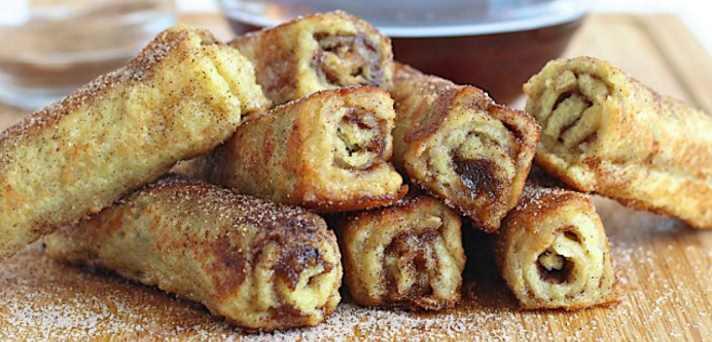 Toast zvitki s cimetom in sladkorjem