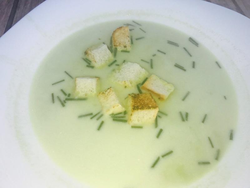 Poletna grahova juha