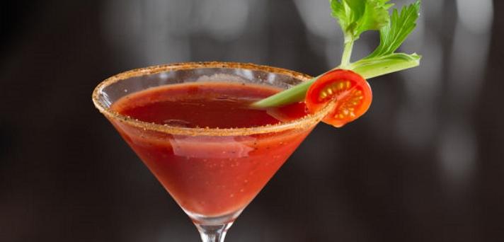 Koktajl s sadjem in zelenjavo ter paradižnikovim pirejem