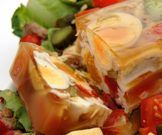 Piščančji aspik ali žolca