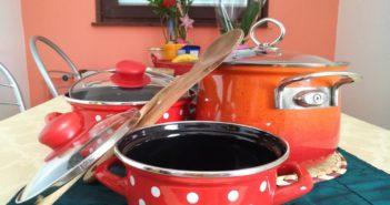 posode kastrole kuhinja