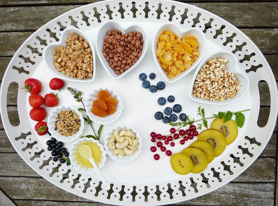 Preproste ideje: kaj ponuditi otroku za zajtrk?