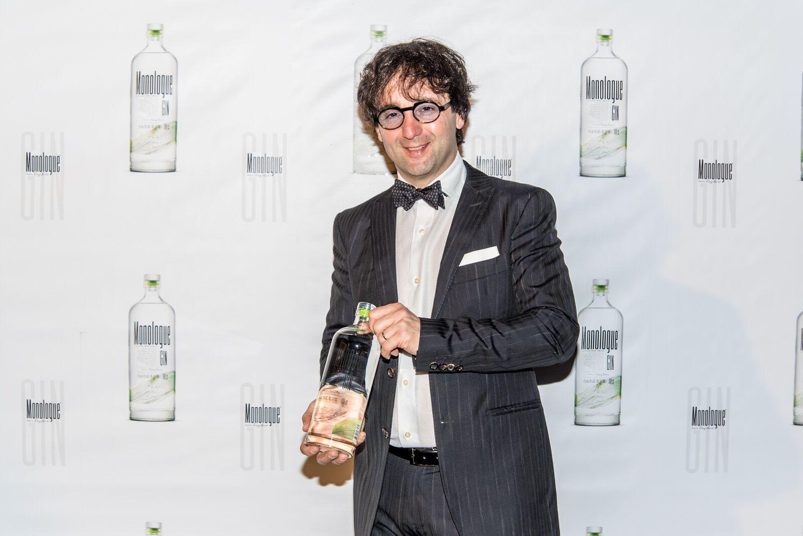 GIN MONOLOGUE med osmimi najboljšimi žganimi pijačami sveta