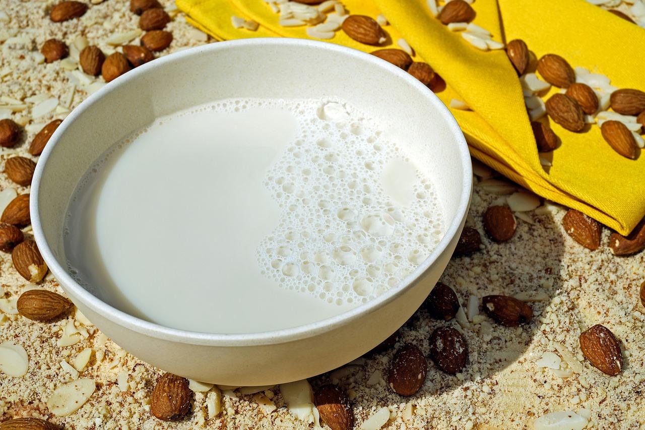 Domače mandljevo mleko