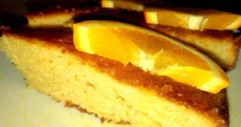 Sočen pomarančni biskvit.