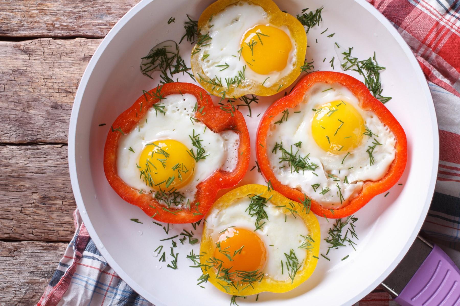 Jajca na oko s papriko