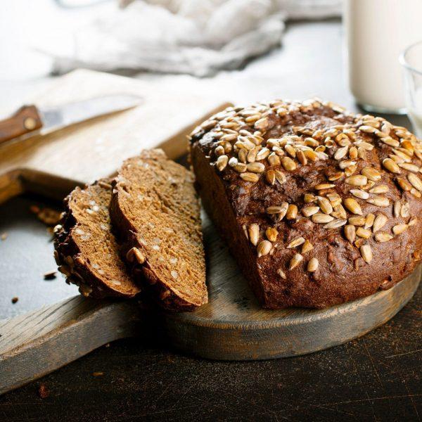 Polnozrnat rženi kruh s semeni