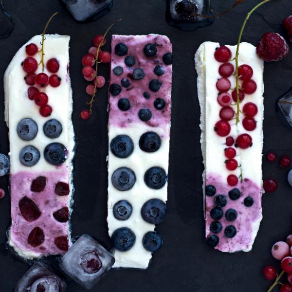 Zmrznjene jogurtove ploščice s sadjem